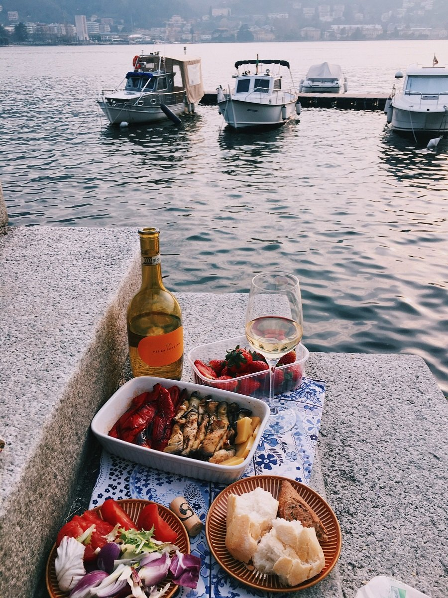 Simple, yet romantic valentines date idea. A blanket, a bottle of wine, some fruit and a VIEW.